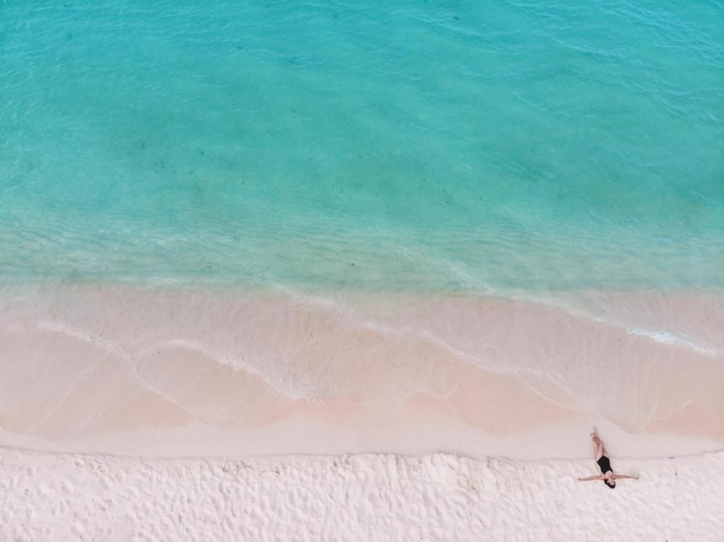 bahia de las aguilas beach